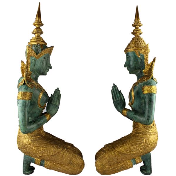 Zijaanzicht Thep Phanom tempelwachters