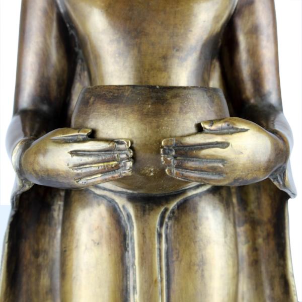 Detail bedelnap van staande Boeddha