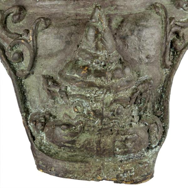 Detail uit rechterpoot van Boeddha troon