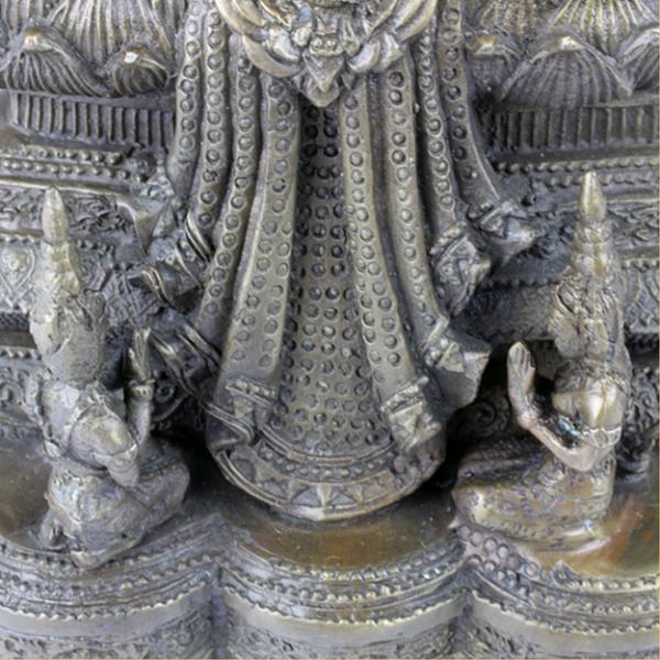 Detail aan de voet van Boeddha Ratnasambhava