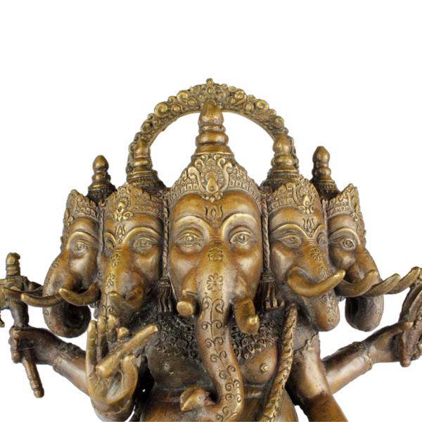 Detail van vijf hoofden van Ganesha