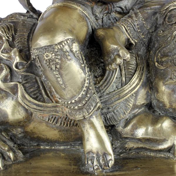 Durga in Virasana zithouding